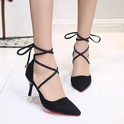Die neuen Schuhe mit hohen Absätzen mit spitzer in feinem Wildlederschuh  mit Kreuzgurt Schuhen Black