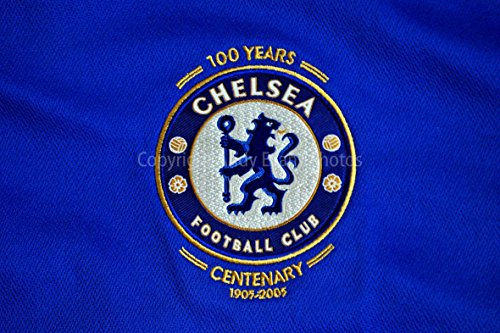 Eine 45,7x 30,5cm Fotografieren Hochwertiger Fotodruck der Chelsea FC Centenary Shirt Badge Club Crest Landschaft Foto Farbe Bild Fine Art Print. Fotografie von Andy Evans Fotos (Replica Kit Chelsea)