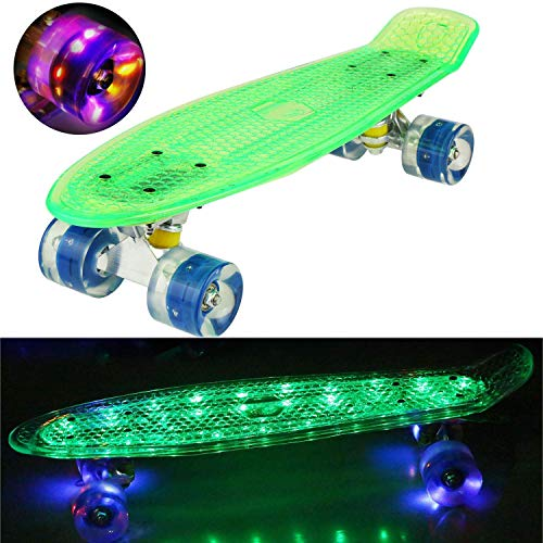 Hiriyt Mini Cruiser Skateboard 22 Zoll Fishboard FÜR Anfänger Jugendliche Und Erwachsene - Tragbares Mini-Skateboard - 4 Ledteile Erleuchten Das Glatte PU Rad (Grün / blaues Rad / Riemen)