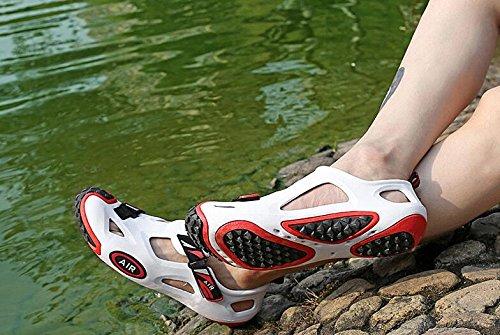 Weiche Loch-Schuhe Art- und Weisesandelholze für Männer und Frauen rutschfest und atmungsaktiv white black
