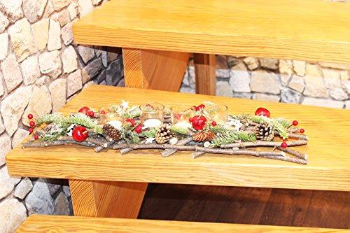 Preisvergleich Produktbild Dekoratives Adventsgesteck aus geflochten Holzzweigen mit Tannenzweigen Zapfen Äpfeln Beeren - mit Glas - Kerzenhaltern und LED -Teelichtern inklusive - eine perfekte Deko für Advent Weihnachten (63 x 16 x 8 cm mit 4 LED Teelichtern)