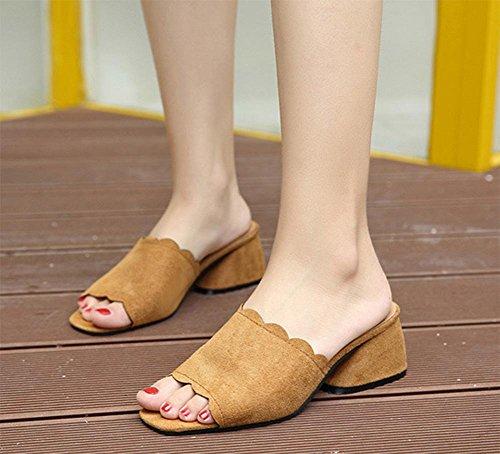 Sommer Pantoffel Frau in dem rauen mit der Dame mit offenen Sandalen und Pantoffeln Wortfischkopf Schuhen Braun
