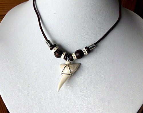 Preisvergleich Produktbild Haizahn Kette GROSSER XXL Haifischzahn mit Fischwirbeln und Kugeln Surferkette stabiles Band mit Karabinerverschluß