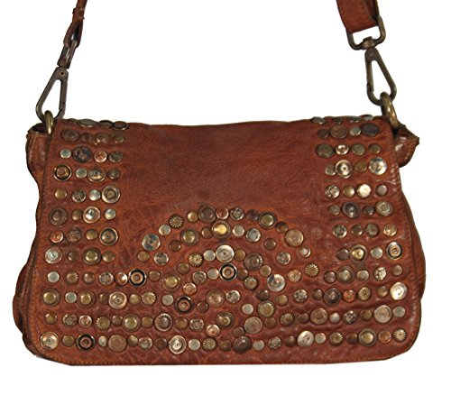Panego - kleine Umhängetasche Ledertasche Abendtasche mit Vintage Nieten Ausgehtasche Schultertaschen 26x18x7 (B x H x T), Farbe:camel camel