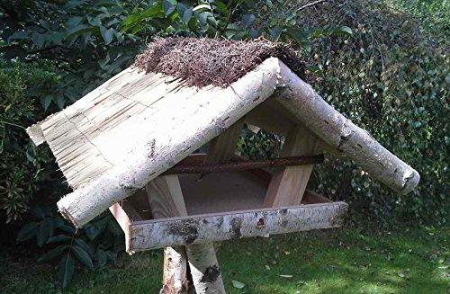 """Vogelfutterhaus mit Reetdach und Heidefirst """"Friesenhaus klein"""" incl. Birkenständer mittel – schwer - 2"""