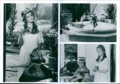 vintage-photo-of-lea-thompson-and-erika-eleniak-star-in-a-1993-20th-century-fox-comedy-film-the-beve