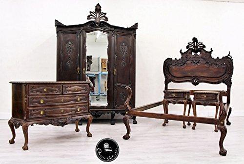 Das Zimmer ist in gutem Originalzustand mit entsprechenden altersbedingten Gebrauchsspuren.
