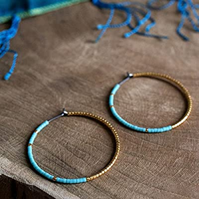 Créoles turquoises et or - en titane pur et perles de verre - boucles d'oreilles hypoallergéniques