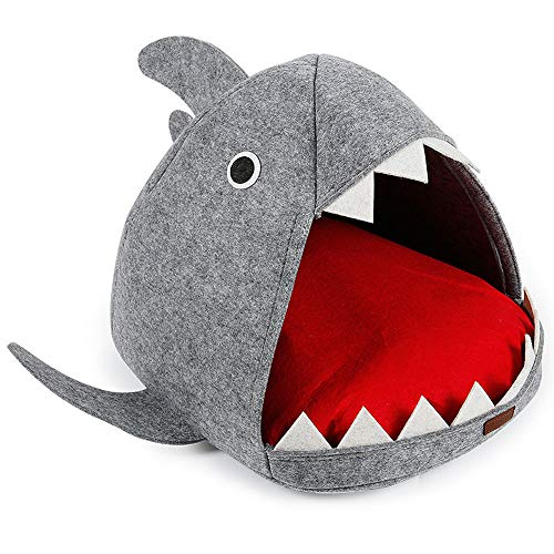 AUSPICIOUSIGN Niche De Chien Chat en Forme De Requin Mignon Maison Lit avec Coussin Amovible Et Lavable pour Chiot Chaton Animaux Domestiques 54 x 64 x 33 CM Gris Rouge