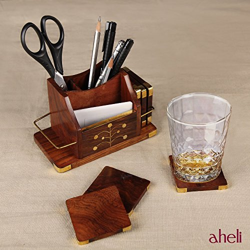 Handgefertigtes Schreibtisch-Set aus Holz, besteht aus einem Holz-Stiftehalter, Holz-Untersetzern im...