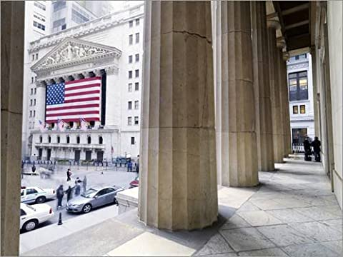 Reproduction sur toile 90 x 70 cm: Wall Street and the New York Stock Exchange from Federal Hall de xPACIFICA / National Geographic - Reproduction prête à accrocher, toile sur châssis, image sur to...