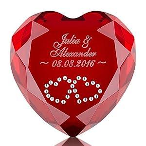 Geschenke 24 Liebesherz (Rot - Herzen in Weiß) mit Namen & Datum graviert - personalisiertes Liebesgeschenk für sie und ihn – romantischer Diamant aus Kristallglas mit Gravur