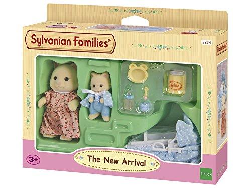 Sylvanian Families 2234 - Set para bebé recién nacido con cuna, 2 figuras y accesorios [importado de Alemania]