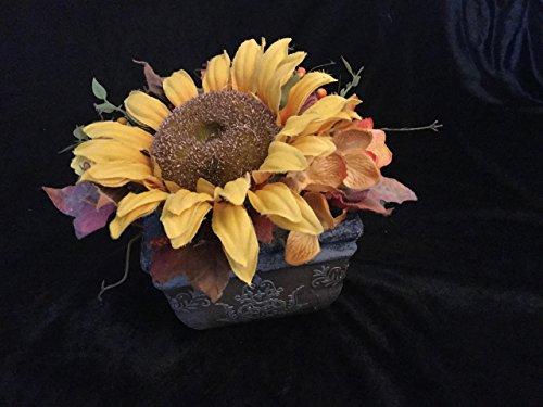 Gesteck als herbstliche Tischdeko mit Sonnenblume