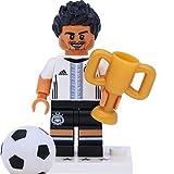 LEGO 71014 Minifigur - DFB - Die Mannschaft: #5 Mats Hummels mit Pokal