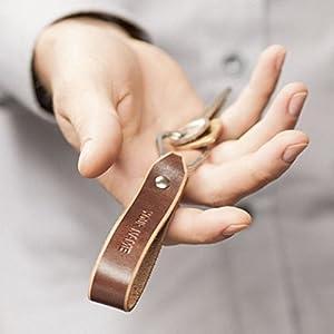 Braunes Leder Schlüsselanhänger mit Monogramm personifizierter Ringhalter Klammer Schlüssel graviertes Geschenk
