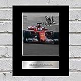 Signiertes Foto von Sebastian Vettel im Ferrari