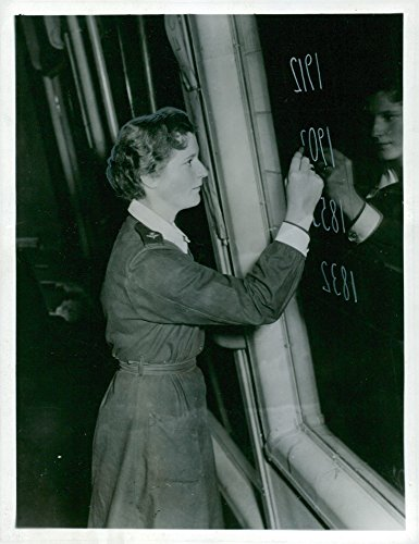vintage-photo-of-one-of-flights-lottorna-in-round-the-guard-exercises-to-write-mirror-writing-on-the