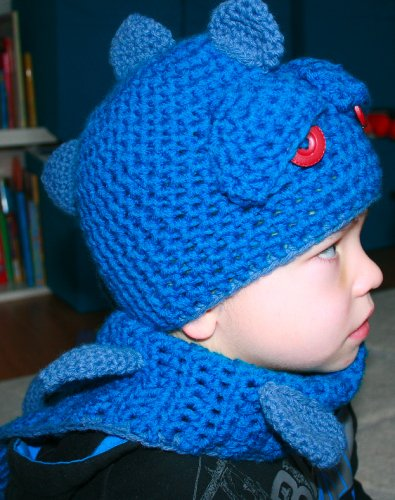 Crochet Pattern boy's dragon / dino hat with scarf, Includes 4 sizes from newborn to adult (Crochet Animal hats Book 1) (English Edition)