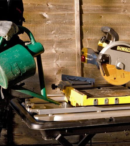 DeWalt D24000 240V Wet Tile Saw with Slide Table