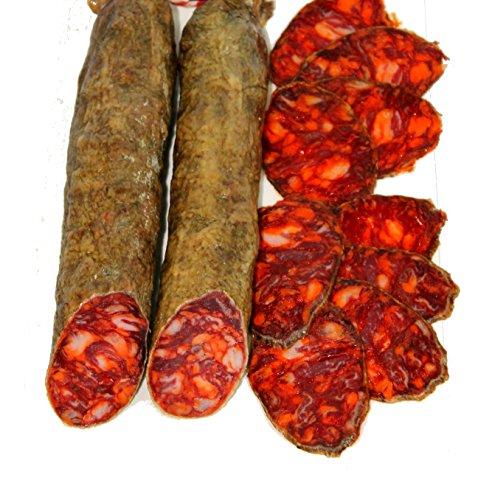 Salsicciaiberico di cebo, elaborati con carne magra di maiale ibérico.Elaborazione tradizionali con condimenti di qualità. Insaccato in budello cular. Stagionamento minimo 3 mesi. Peso medio compreso tra 0,9 kg e 1.250 kg
