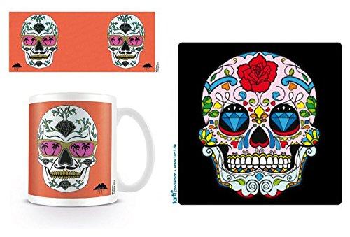 Preisvergleich Produktbild Set: Totenköpfe, Schubert Der Mexikanische Totenschädel Mit Diamanten Und Sonnenbrille, Mulga Foto-Tasse Kaffeetasse (9x8 cm) Inklusive 1 Totenköpfe Poster-Sticker Tattoo Aufkleber (9x9 cm)