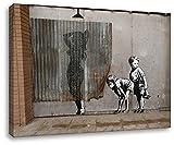 Banksy - Mädchen Dusche 70x100cm - Bilder Leinwanddrucke/Wandbilder Street Art Graffiti Kunstdruck 2cm (Div. Varianten/Größen) - Leinwandbild Wandbild/fertig aufgespannt/fertig zum aufhängen