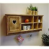 Rustikaler Wandschrank aus Holz mit Herztür