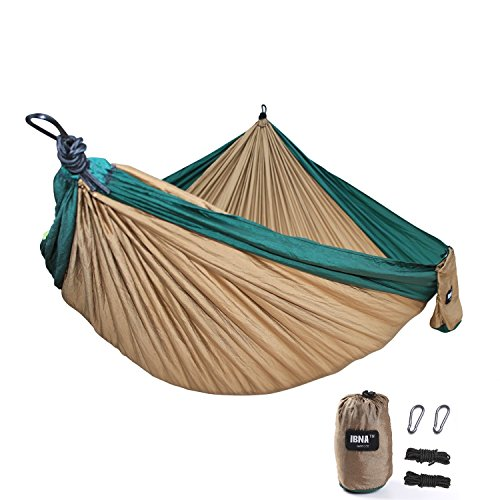 Hängematte IBNA Doppel Hängematte Doppel breit Camping Hängematte Set 294,6 cm lang 198,1 cm breit Outdoor Reisen Multifunktional leicht tragbar Parachute Nylon Stoff Ultralight Military Grade Suspension System Kompaktes Komfort für 2 Person Backyard Indoor Outdoor Wandern Strand Reise (Khaki  Grün)