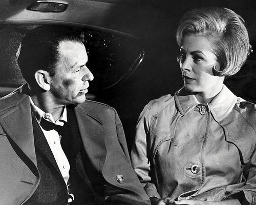 Moviestore Frank Sinatra als Major Bennett Marco unt Janet Leigh als Eugenie Rose Chaney in The Manchurian Candidate 36x28cm Schwarzweiß-Foto (Eugenie Rose)
