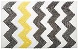 iDesign Chevron Duschvorleger, rutschfeste und schnelltrocknende Badmatte aus Microfaser-Polyester mit Zickzack-Muster, grau/gelb