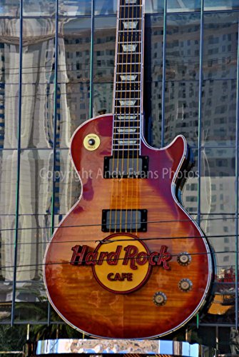 eine Fotografische Print Foto von der Hard Rock Cafe Guitar Logo Sign Las Vegas Nevada USA America Hochformat Foto Farbe Bild Art Print oder Poster 12