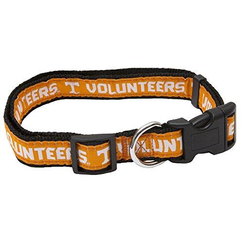 NCAA Pet Halsband. 50Hochschulen in 3Größen erhältlich. Robuste, stabil, langlebig & verstellbar NCAA Hundehalsband. Must-Have Collegiate Gear für die 4-Bein-Sports Fan. (Blue West Bandana)