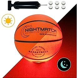 NIGHTMATCH Ballon de Basketball Lumineux, Pompe à Ballons et Batteries de Rechange Incluse - Illuminé de l'intérieur par Deux LED Lorsque Qu'on Le Frappe - Lumière de Nuit Ballon - Taille 5