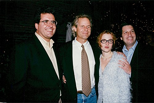 vintage-photo-of-gillian-anderson-together-with-the-crew-from-the-x-files