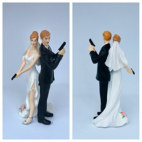 dreamwedding-uk 6490164369213 Super Sexy Spy mit Guns Braut und Bräutigam Polizist, Militär, « Bond » Thema blond, beide