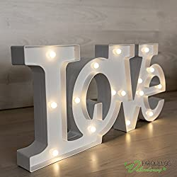 Letras luminosas LOVE blancas. Medidas: 55cm. de ancho x 23 cm de alto x 4,5 cm profundo
