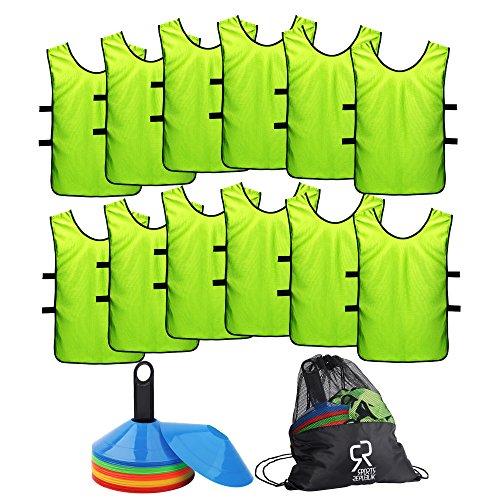 Fußball Markierungshütchen Set (50 Stück) Sport Trikot Leibchen (12er Pack) - Perfekte Markierungsteller für Basketball Training, Komplettes Fußballtraining Equipment - Trainingskegel für Fußball Übungen oder Fußball Ausrüstung (Erwachsener Fußball-ausrüstung)