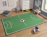 Fussball Teppich Fussballteppich Fussballplatz Spielfeld Fussballfeld Teppich Rasenplatz Kinderteppich Spielteppich für jeden Fussballfan ideal auch für den Hobbykeller (100 x 140 cm)