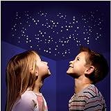 350 UV aktive Leuchtsterne & mehr, selbstklebend, Sternen Himmel ,Sternenzelt Sticker, Deko Aufkleber für eigene Galaxien an Wand und Decke, Himmelszelt Deko, Sterndeko, einschlafen unter dem Sternenzelt, Nachthimmel zum selber gestalten, immer wieder aufladbare Dekosticker verschiedene Formen, kleine und größere Sterne, nachtleuchtend, bei Schwarzlicht nonstop leuchtend, beliebig erweiterbar, eigene Sternzeichen bauen, den Weltraum in die Wohnung holen, wunderschöne Schlafzimmer Deko, läd sich bei Tages oder Kunstlicht auf und strahlt dann bei Dunkelheit nach, inklusive Sternkarte, Einschlafhilfe, Geschenke Hit, Raumdeko, Leuchtdeko, Leucht Sterne, Wandaufkleber, selbstklebend, keine Klebepads notwendig, tagsüber auf weissem Untergrund fast unsichtbar - hier - 350 Stück Packung Sterne und mehr Objekte