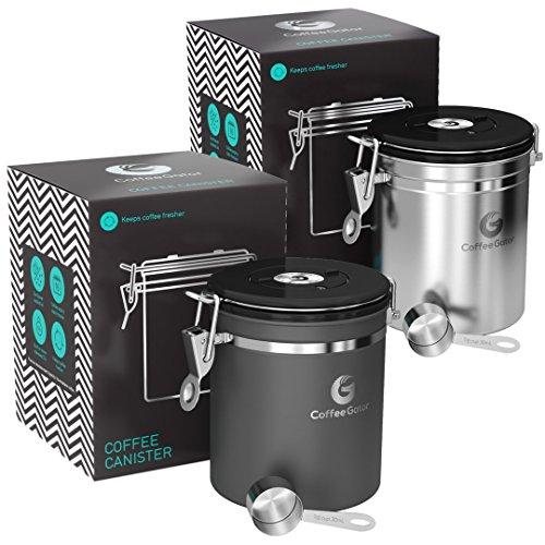 Coffee Gator-Edelstahl-Kaffeedose - Hält gemahlener Kaffee und Bohnen länger frisch - Behälter mit Datumsverfolgung, CO2-Freigabeventil und Messlöffel - Mittel - Edelstahl und Grau, 2-Pack