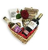 Herzförmiger Geschenkkorb GRANDE AMORE mit Safranöl, handwerklicher Pasta di Gragnano, Cantucci, Primitivo del Salento