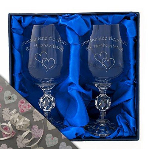 Diamantenhochzeit , Ein Paar Kristall-Weinkelche in einer Satin-bezogenen Präsentationsbox....