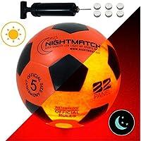 NIGHTMATCH Balón de Fútbol Ilumina Incl. Bomba de balón - LED Interior se Enciende Cuando se patea – Brilla en la Oscuridad - Tamaño 5 - Tamaño y Peso Oficial Naranja/Negro