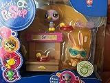 Hasbro Littlest Pet Shop - 92492 - Portable Pets - Gift-Set - #1440 Lila Taube und #1441 Kaninchen - mit Limonadenstand