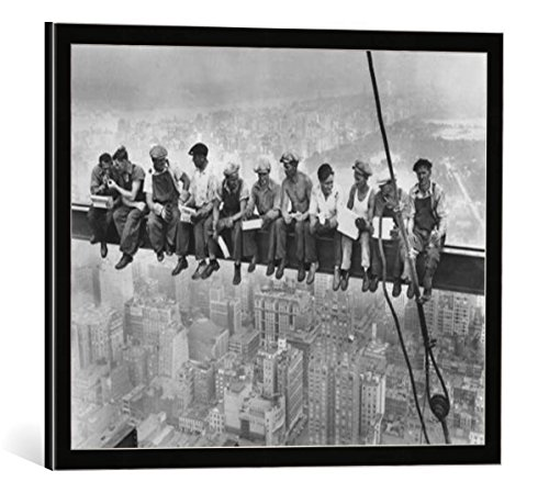 Kunst für Alle Image encadrée: Bettmann/Corbis Archive Lunchtime Atop a Skyscraper - impression d'art décorative, en cadre de haute qualité, 50x40 cm, Noir/Bord gris