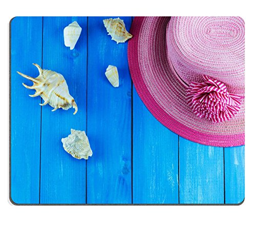 luxlady Gaming Mousepad-ID: 40445425 Lager Foto Top View Of Pink Woven Hat mit Muscheln auf Blau Holz Hintergrund Woven Top Hat