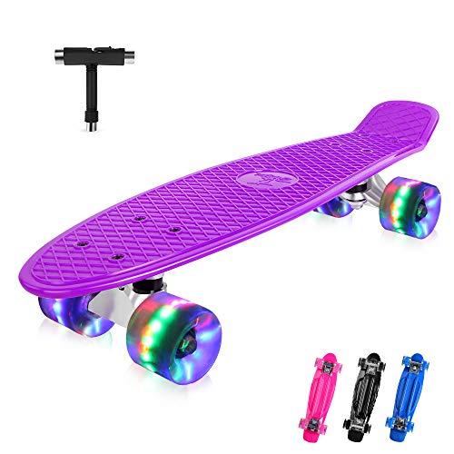 BELEEV Skateboard 22 Zoll Komplette Mini Cruiser Retro Skateboard für Kinder Jugendliche Erwachsene, LED Leuchtrollen mit All-in-One Skate T-Tool für Anfänger(Violett)