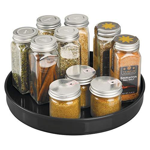 mDesign drehbares Gewürzregal - stilvoller Gewürzständer für Pfeffer, Backzubehör und Konserven - rundes Küchenregal für Anrichte und Küchenschrank - schwarz