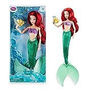 La nostra bambola classico Ariel è pronto per il divertimento sotto-il-mare con Flounder! coda di La Sirenetta è costituito da un tessuto verde scintillante con le pinne, e il suo guscio superiore marchio è stato dato anche un finale scintill...